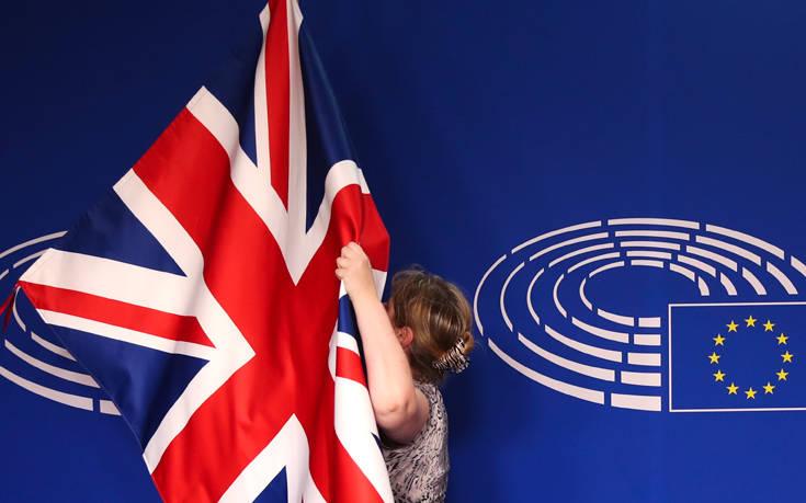 Αρνητική η Κομισιόν στην πρόταση Μέι για παράταση του Brexit έως τις 30 Ιουνίου