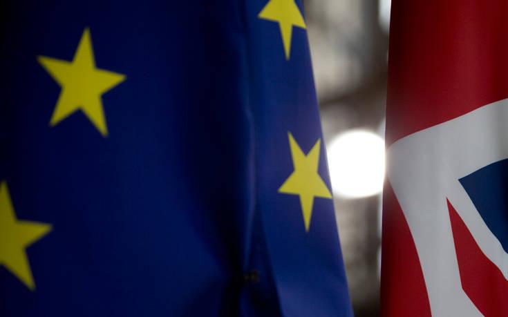 Επιμένει σε μικρή παράταση στο Brexit η Μέι, απόρριψη «βλέπουν» διπλωματικές πηγές