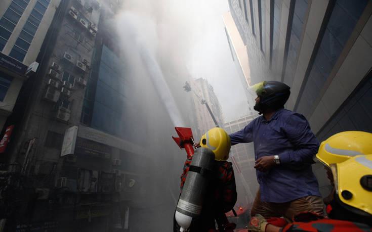 Συνελήφθησαν οι ιδιοκτήτες του κτιρίου που κάηκε στο Μπανγκλαντές – Newsbeast