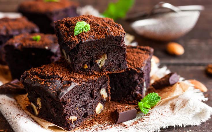 Μπράουνις με καρύδια και σοκολάτα – Newsbeast