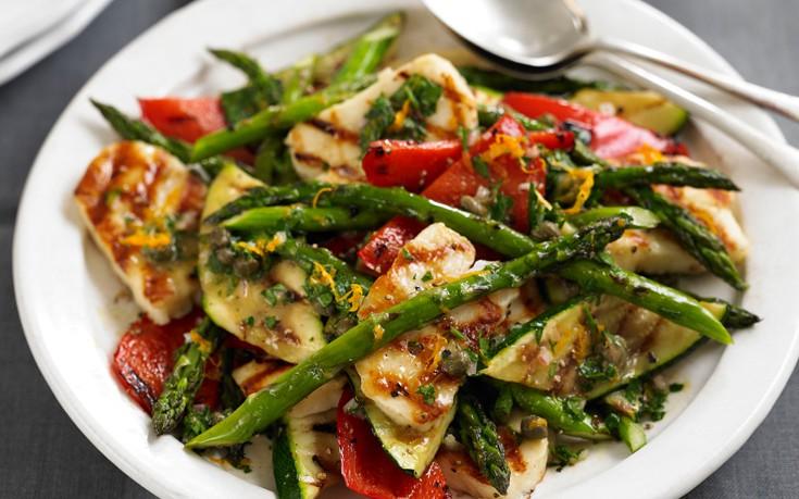 Σαλάτα με χαλούμι και ψητά λαχανικά – Newsbeast