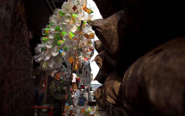 Ο «σκουπιδοτενεκές του πλανήτη» δεν θέλει να είναι πια ο προορισμός των απορριμμάτων