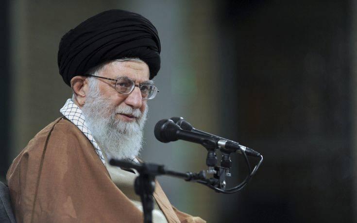 Να διώξει τα αμερικανικά στρατεύματα ζητεί από το Ιράκ ο αγιατολάχ Αλί Χαμενεΐ