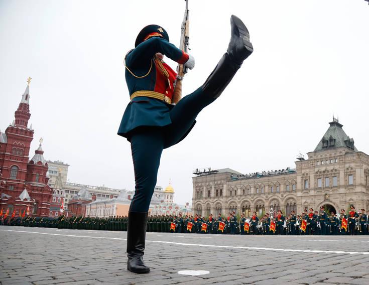 Η μεγαλειώδης παρέλαση των Ρώσων για την 74η επέτειο της νίκης επί των Ναζί – Newsbeast