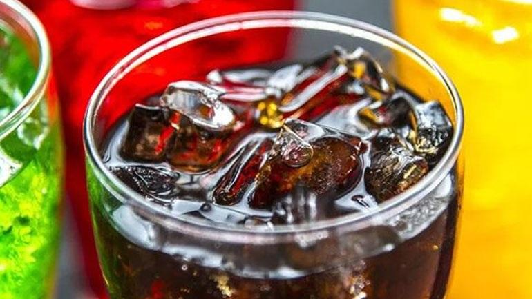 Γιατί δεν πρέπει να πίνετε αναψυκτικά μετά το γεύμα