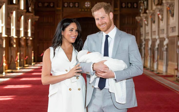 Ο διάλογος με δημοσιογράφους για το μωρό τους – Newsbeast