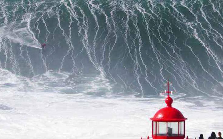 Αυτό θα πει «δαμάζοντας τα κύματα» – Newsbeast
