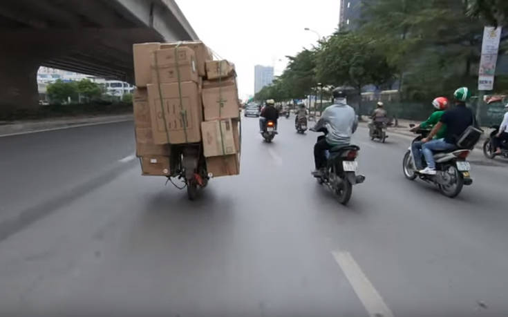 Πόσες κούτες μπορεί να μεταφέρει ένα μηχανάκι;