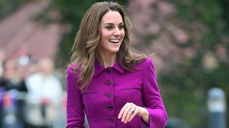 Η Kate Middleton χρησιμοποίησε τη δημόσια συγκοινωνία και οι θαυμαστές άρχισαν να ουρλιάζουν