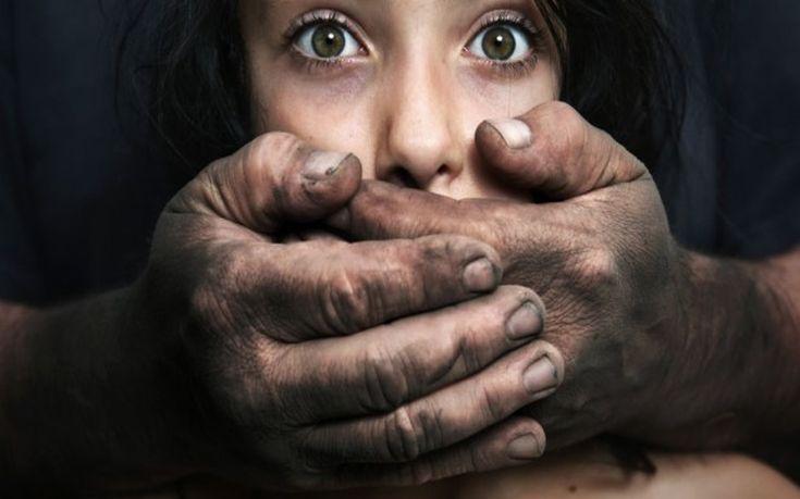 Προσφέρθηκε να τη βοηθήσει και τη βίασε στο τρένο, μια… ανάσα μακριά από τη σύζυγό του