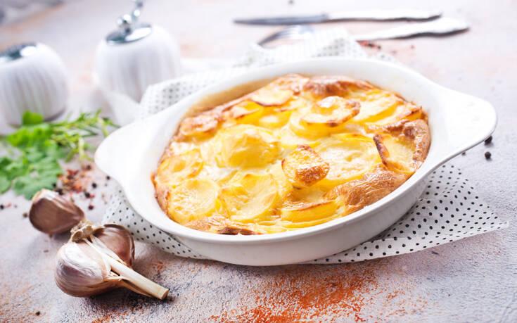Σουφλέ πατάτας με σπιτική μπεσαμέλ – Newsbeast
